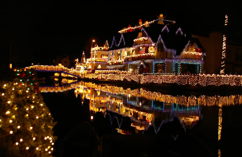 A lit up mansion with tons of Christmas lights on Venice Canals in Los Angeles at night