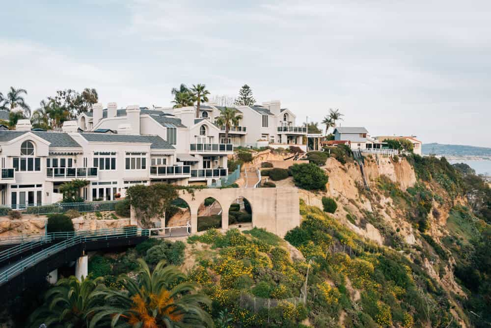 the houses of dana point on the cliff bluff