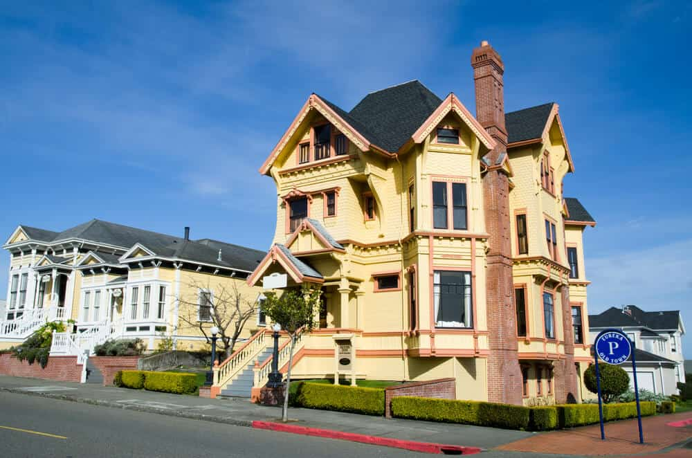 Yellow Victorian architecture house in Eureka, California in the historic downtown