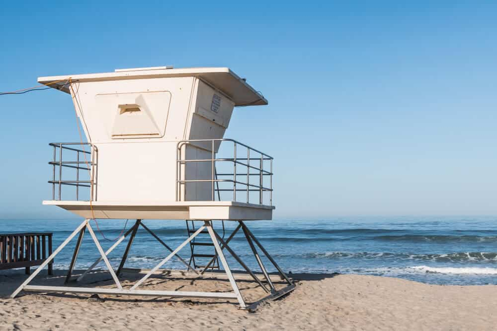 white lifeguard box on moonlight state beach in encinitas