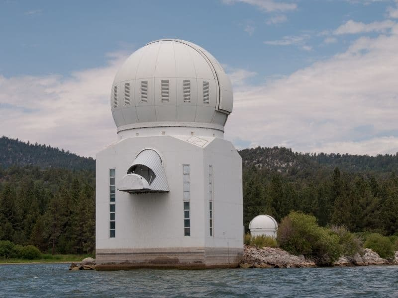 white building with a circle on top of a square, the solar observatory in big bear