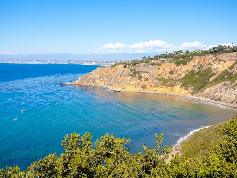the beautiful rugged coastline of the palos verde peninsula in los angeles, a great afternoon date idea in la