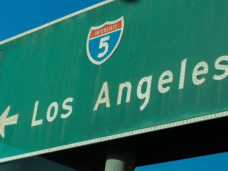 green sign for i-5 in los angeles