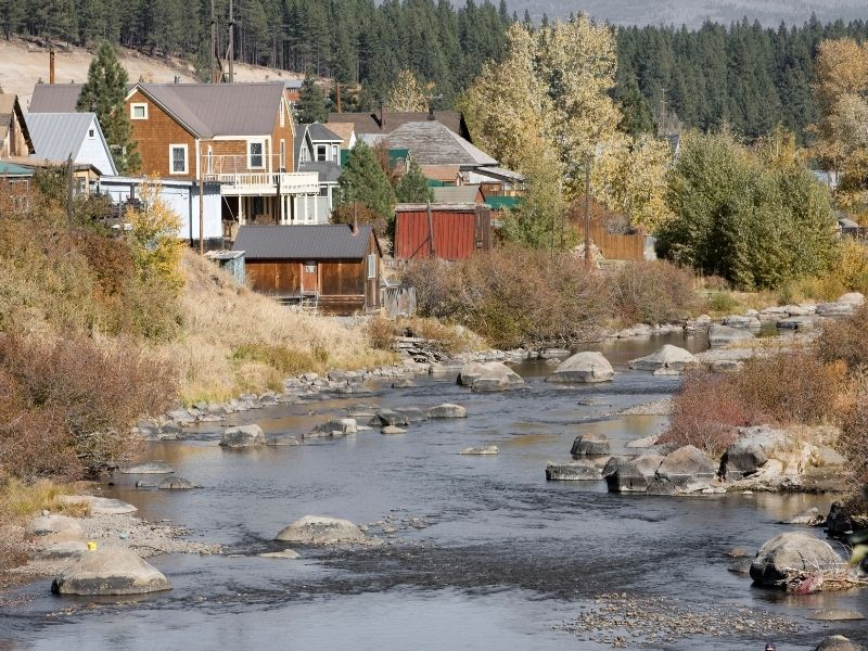 the truckee river and small town houses around the river