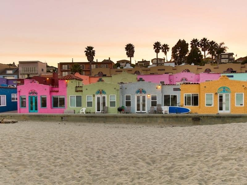 the rainbow colored beach houses of capitola