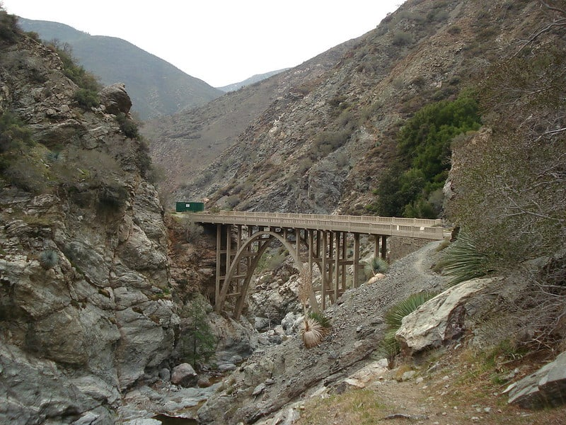 a bridge in the middle of nowhere on a hike in los angeles
