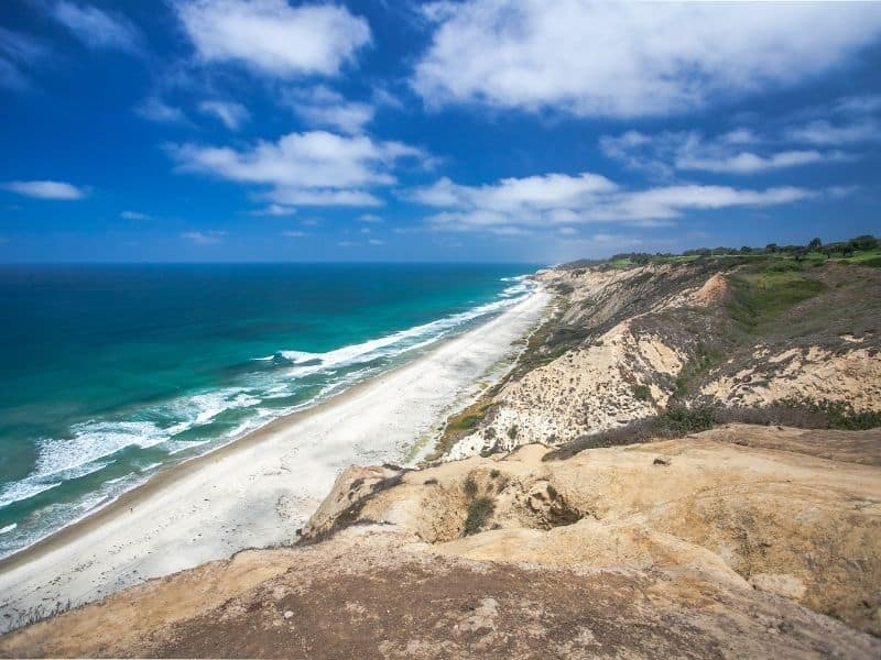 The coastline at Torrey Pines over on the bluffs overlooking the blue and turquoise waters of the Pacific Ocean