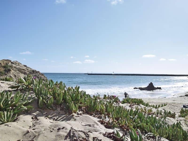 the beautiful beach at corona del mar california